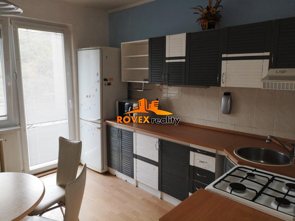 Trojizbovy byt s balkónom, Horská, Partizánske