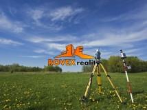 Hľadáme stavebné  pozemky na výstavbu nízkoenergetických keramických RD